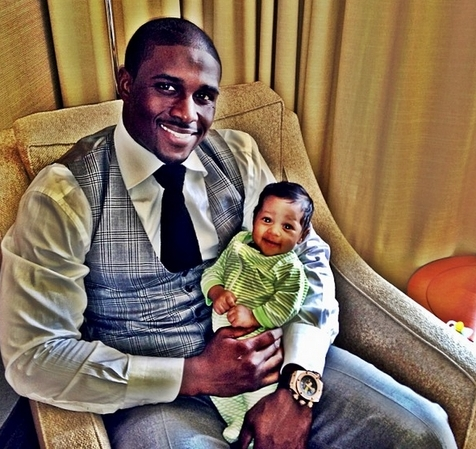 Reggie Bush blessed with his newborn baby girl Briseis