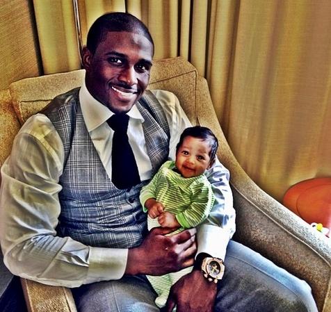 Reggie Bush blessed with his newborn baby girl Briseis