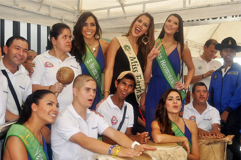 Miss Earth 2013 - Alyz - Colombia 006